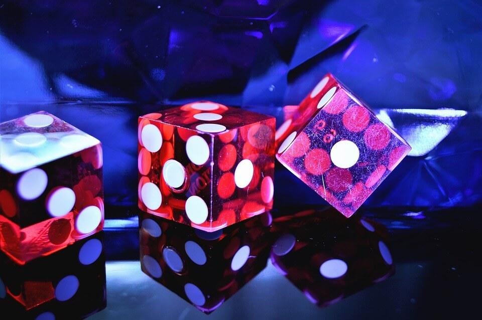 สอนไฮโล BIG GAMING เป็นเกมง่ายๆที่มีกติกาไม่ซับซ้อนเพียงใช้ลูกเต๋า 3 ลูก